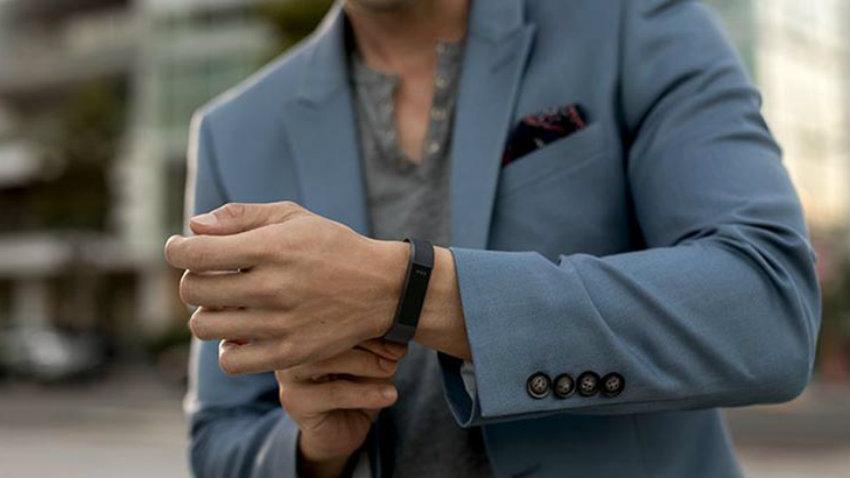 Fitbit altahr man fashion