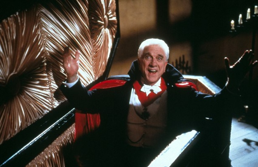 Dracula Dead and Loving it (1)
