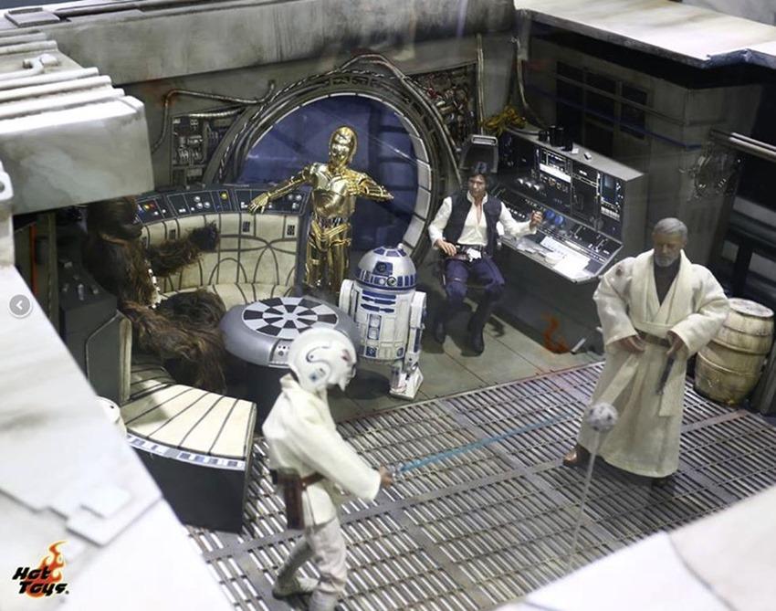 Hot Toys Millennium Falcon (1)